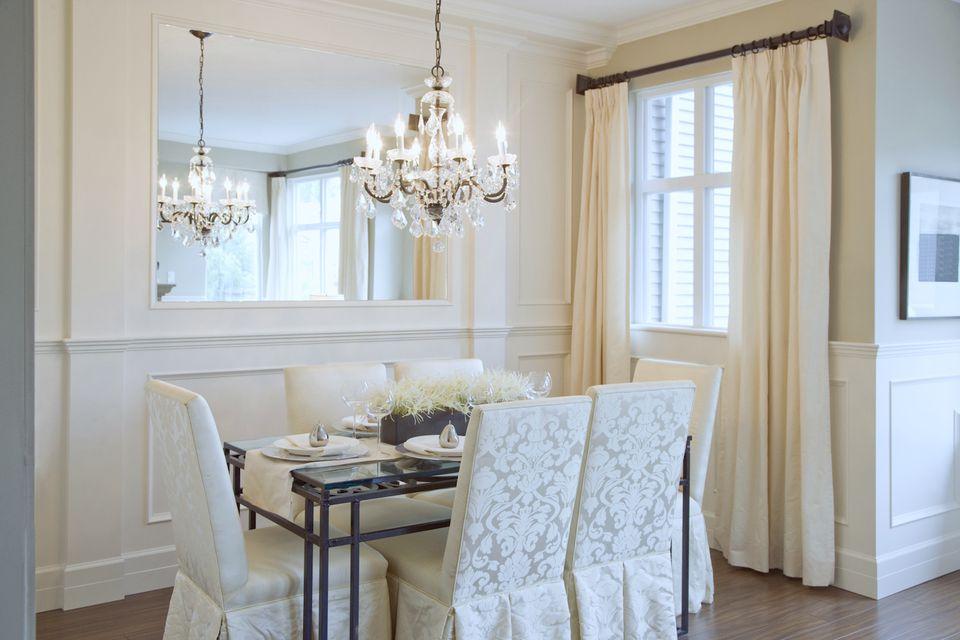 Mirrored wall living room 56a4a8c75f9b58b7d0d82115 - Ý Tưởng Màn Cửa Đẹp Cho Căn Hộ Chuẩn Bị Rao Bán