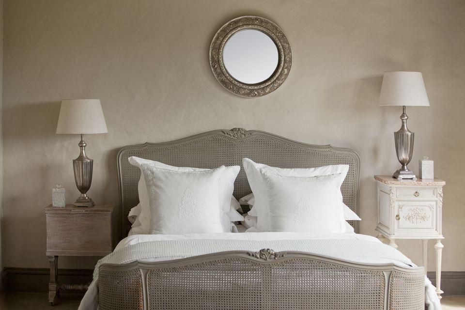 small bed room 1 - Cách Làm Phòng Ngủ Nhỏ Trở Nên Lớn Hơn
